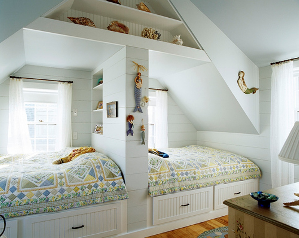 Creative-twins-bedroom-in-the-attic