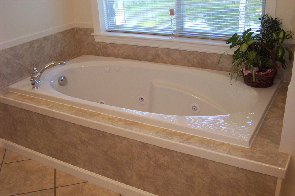 20 beautiful and relaxing whirlpool tub designs for Jet tub bathroom designs