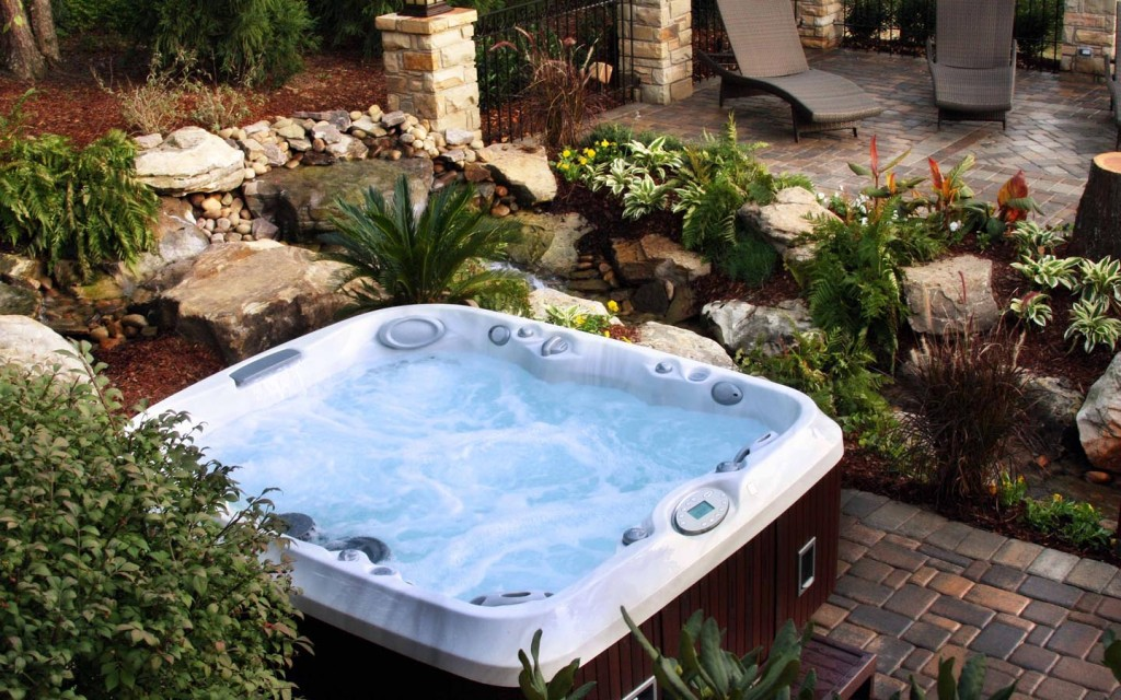 Outdoor-Landscaping-Ideas-Jacuzzi-Hot-Tubs-Prices
