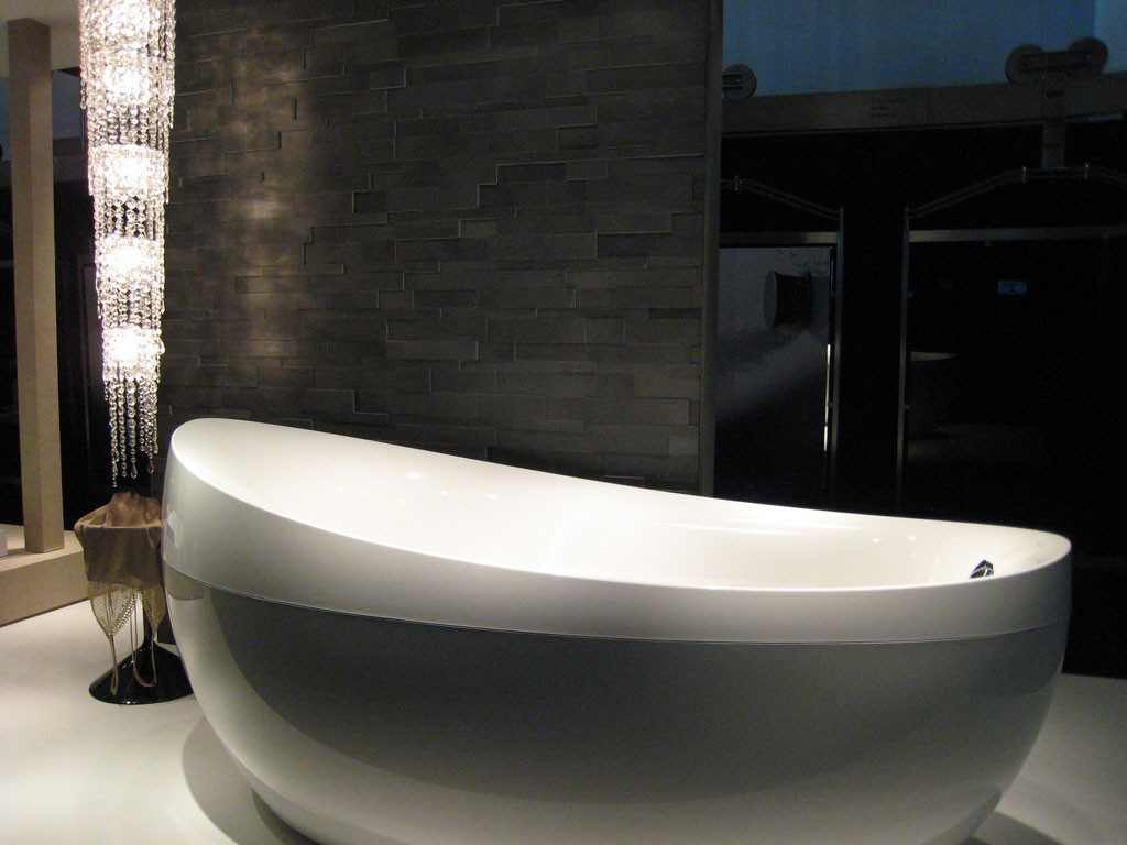 Unpredicatble-And-Beautiful-Bathtub-