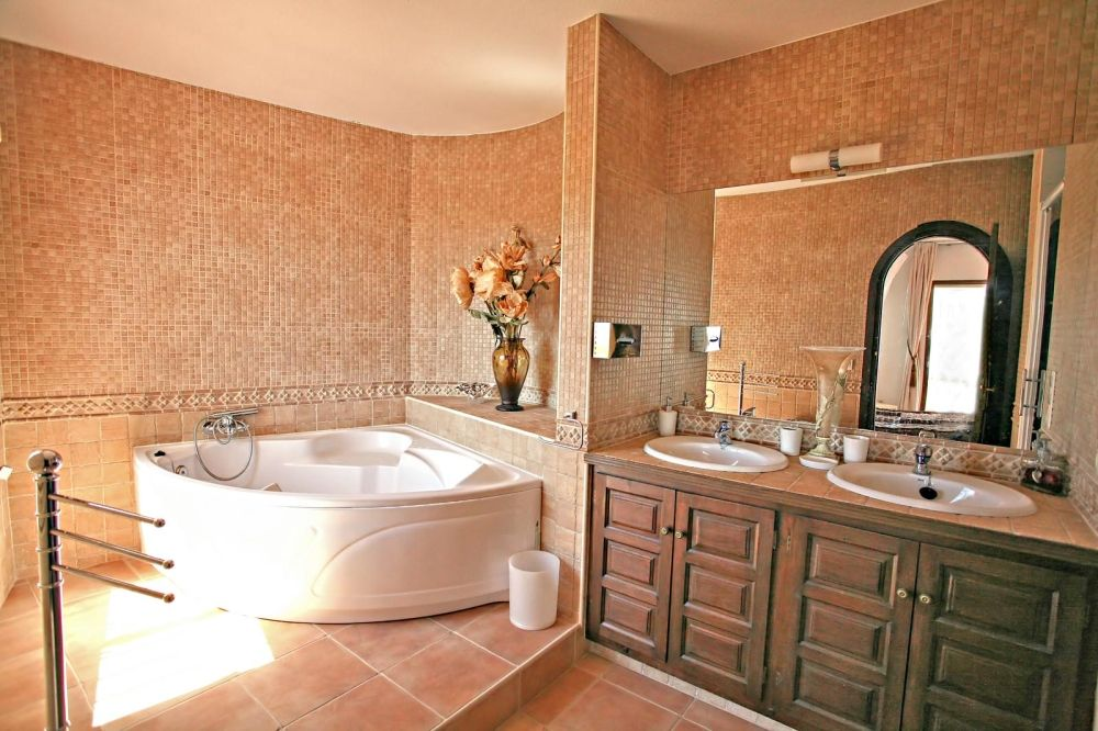 Bathroom Elegant Design Ideas With Modern White