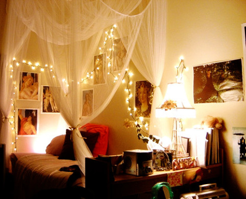 bedrooms-with-christmas-lights-ideas
