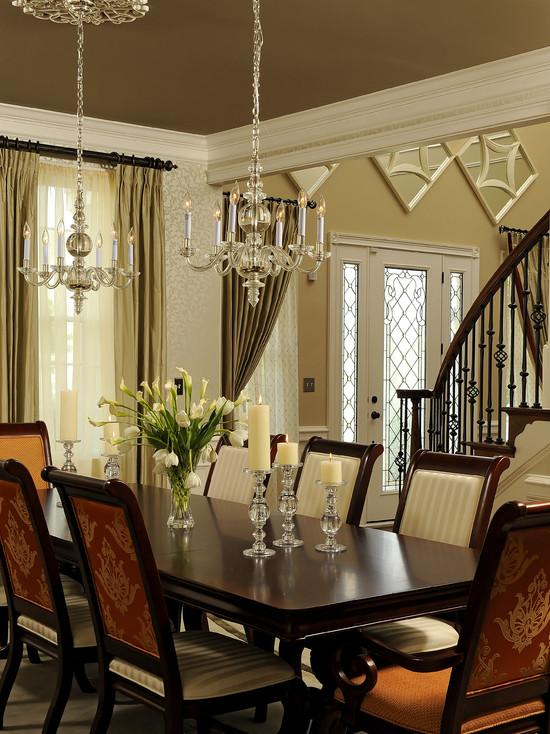 25 elegant dining table centerpiece ideas for Pictures of decorated dining room tables