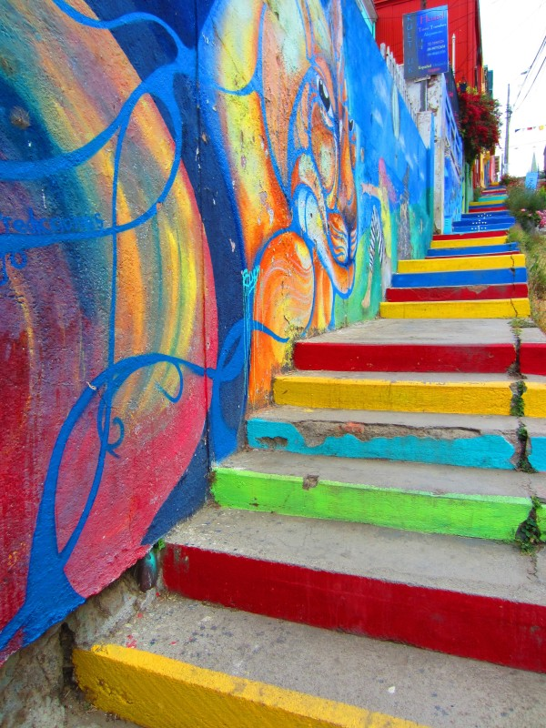 colorful-stairs-valparasio-chile