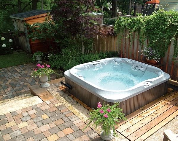 garden-jacuzzi-hot-tub