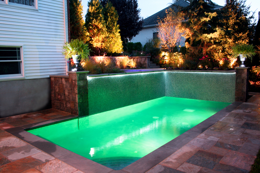 20 amazing small backyard designs with swimming pool for Pool design ideas for small backyards