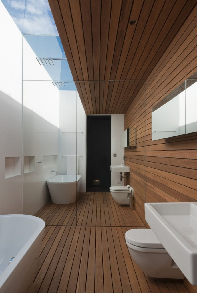 narrow-bathroom-with-wooden-floor