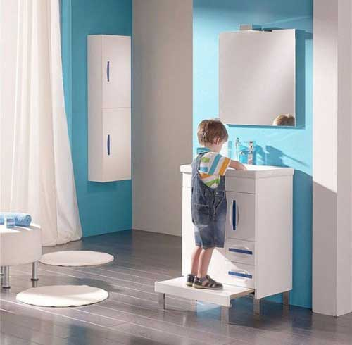 Charming-Kids-Bathroom-Design-with-Blue-and-White-Color