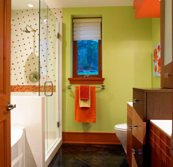 Colorful-and-stylish-kids-bathroom-with-accents-of-natural-wood