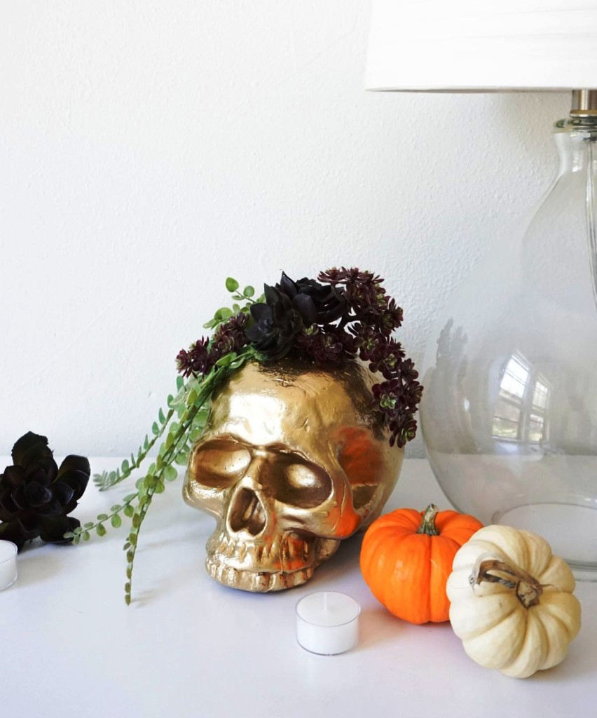 DIY-Gilded-Gold-Skull-Vase