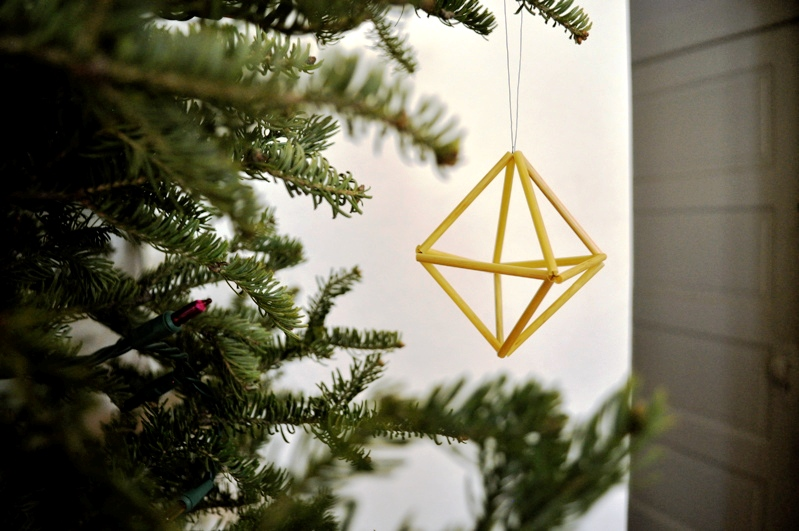 Geometric-Straw-DIY-Christmas-Tree-Ornament