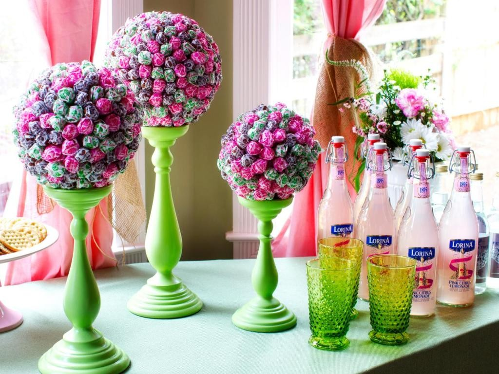 Original-Lollipop-Topiaries_Pink-lemonade-bottles