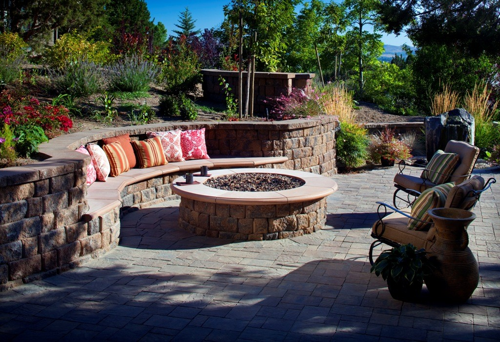 Outdoor-Fire-Pit-Ideas-Photos