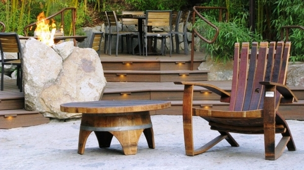 Wine-barrel-table-DIY-garden-furniture-ideas-armchair