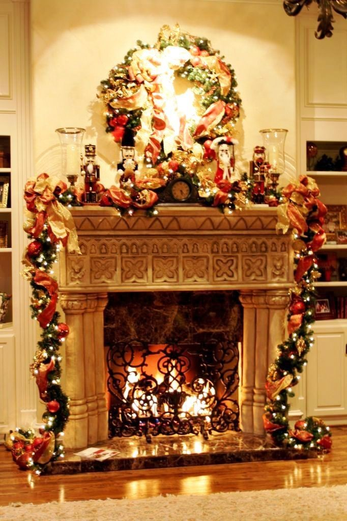 christmas-decorating-ideas-for-your-fireplace-mantel