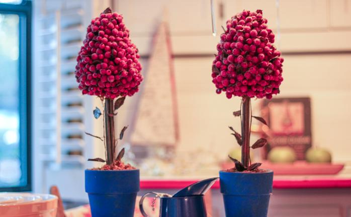 cranberry-topiaries-with-hoosier-decor