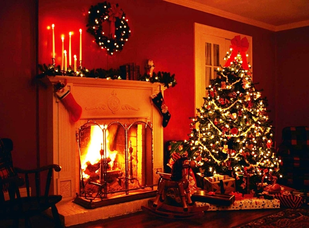 21 amazing christmas fireplace decor ideas for Amazing christmas decorations