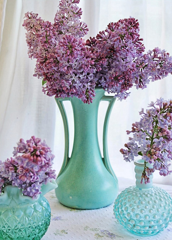 lilac-flower-arrangements-in-vintage-glassware
