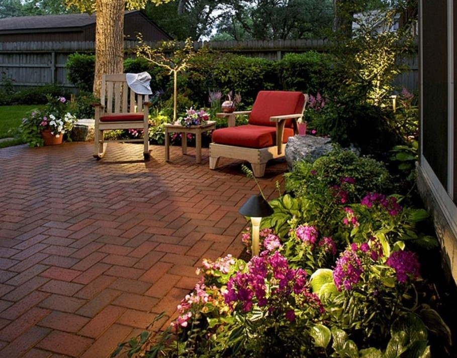 modern-backyard-landscaping-idea-with-flowers