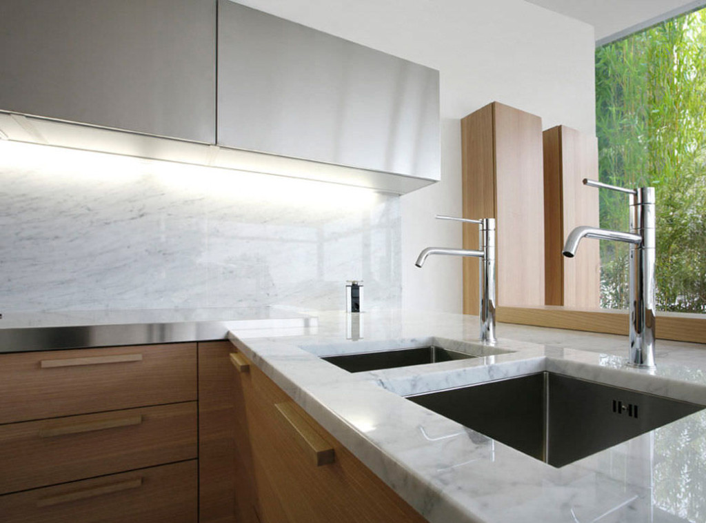 modern-kitchen-marble-backsplash