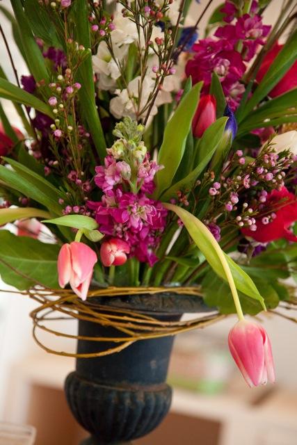 modern-spring-flower-arrangement-ideas-with-photos-of-spring-flower-interior-on-ideas
