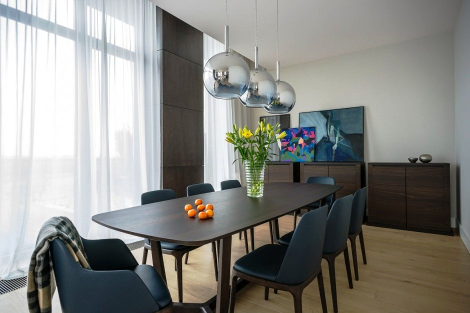round-wood-dining-room-table