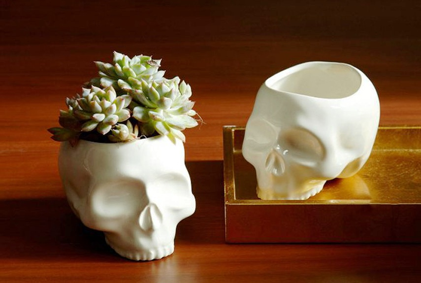 skull-vases-
