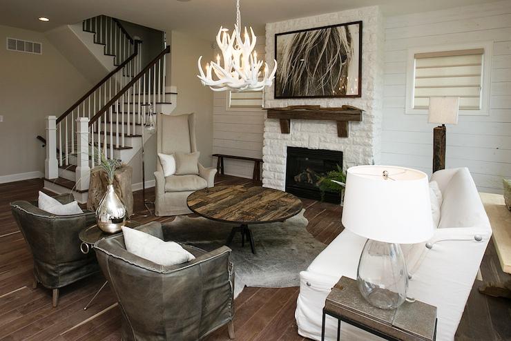Antler-Chandelier-Designs-for-Creating-Living-Room-Style-_