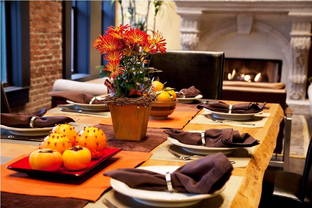 Thanksgiving_table_-_