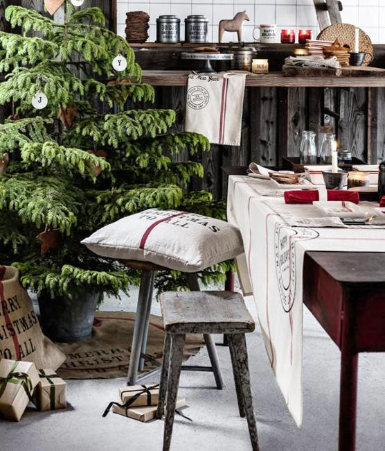 country-christmas-decorating-ideas-traditional-colors-+