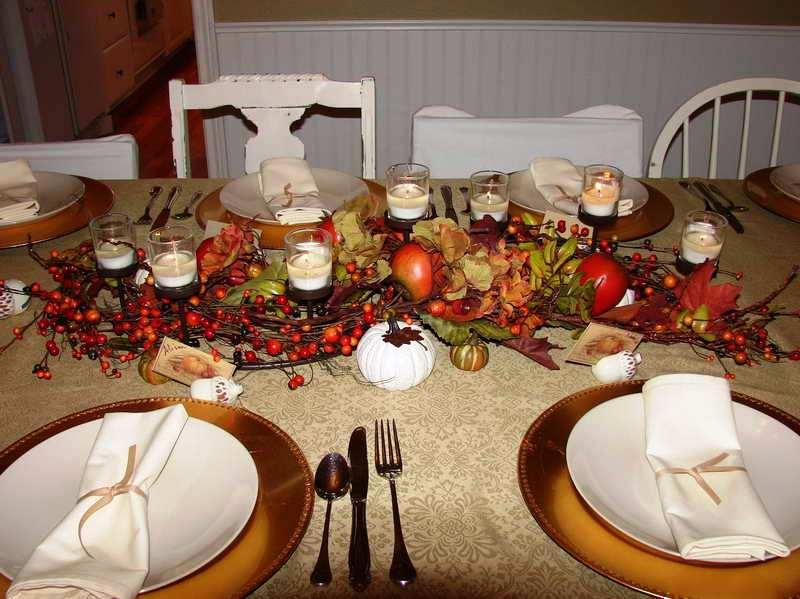 thanksgiving-table-centerpieces-ideas-with-simple-design