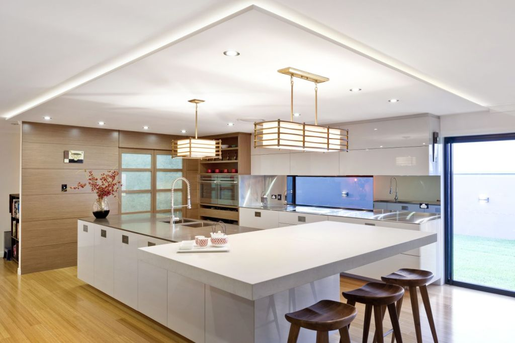 Luxury-Modern-Japanese-Style-Kitchen-Design-with-Large-White-Island