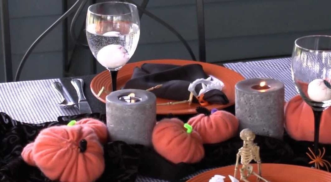 Halloween Party Decorations & Table Settings