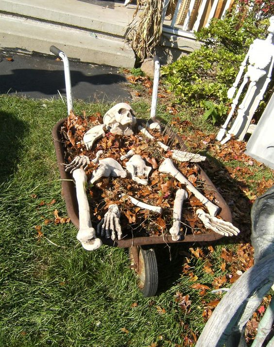 Spooky Outdoor Halloween Decor Ideas