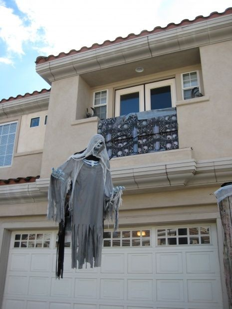 float-evil-entity-Halloween-ghost-decor-ideas