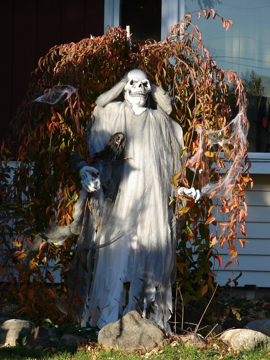 halloween-decorations-scary-skull-ghost