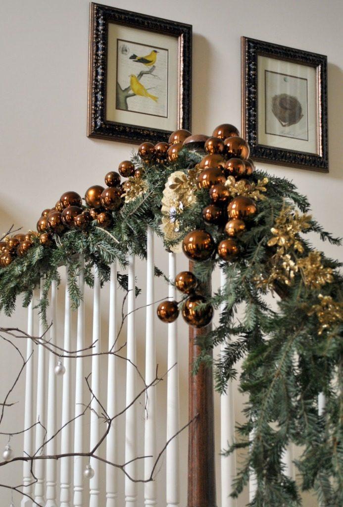 beautiful-christmas-stairs-decoration-ideas-1