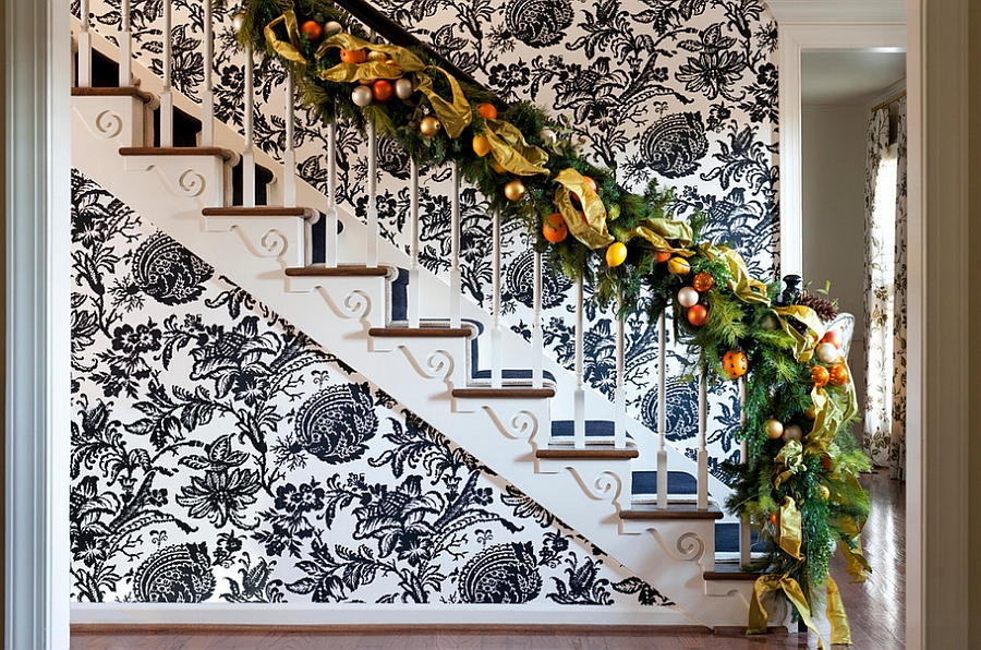beautiful-christmas-stairs-decoration-ideas-12