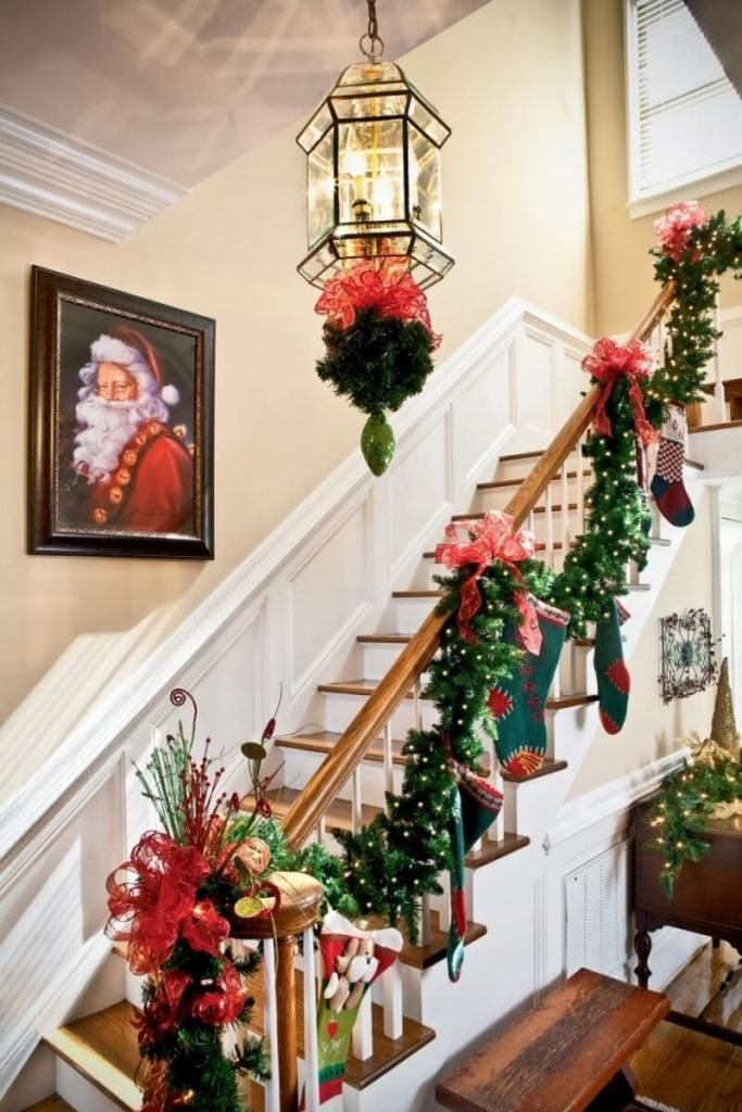 beautiful-christmas-stairs-decoration-ideas-15