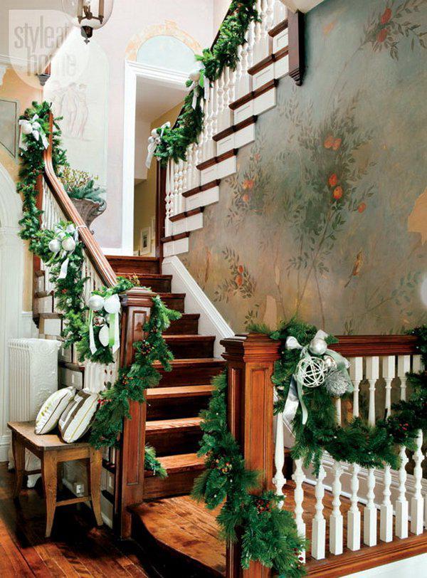 beautiful-christmas-stairs-decoration-ideas-16
