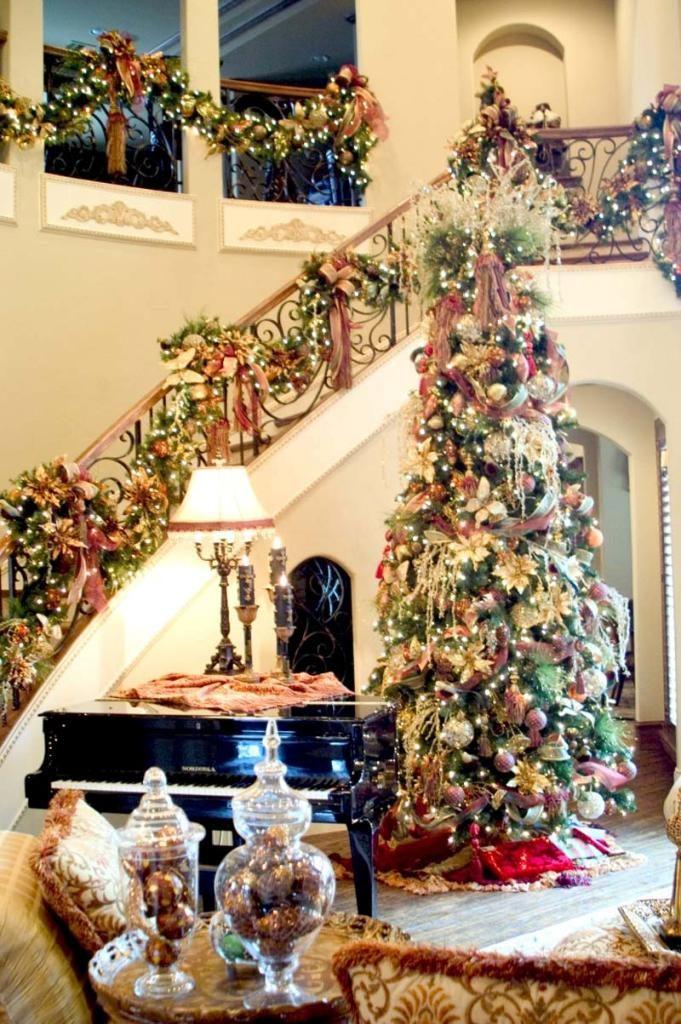 beautiful-christmas-stairs-decoration-ideas-17