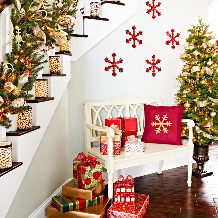 Beautiful Christmas Stairs Decoration Ideas 2