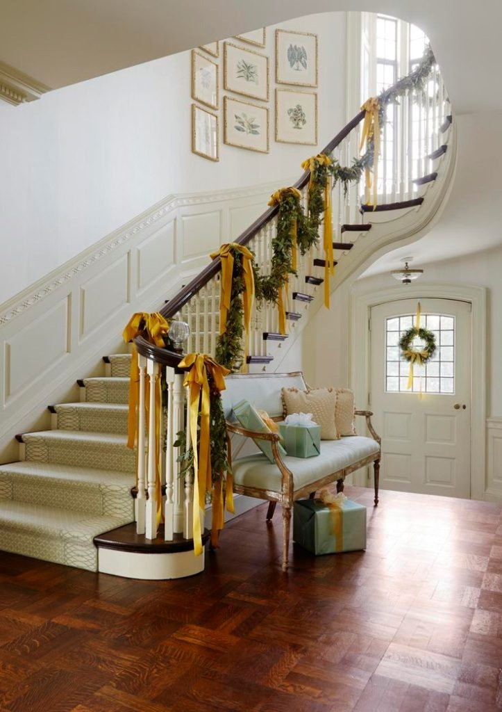 Beautiful christmas stairs decoration ideas - How to decorate stairs ...