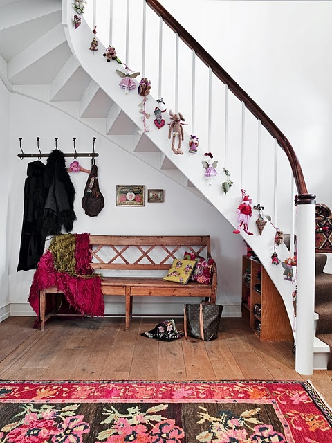 beautiful-christmas-stairs-decoration-ideas-8