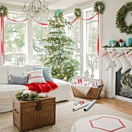 30 Best Christmas Living Room Decorating Ideas