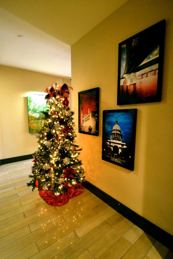 christmas-tree-hallway-design