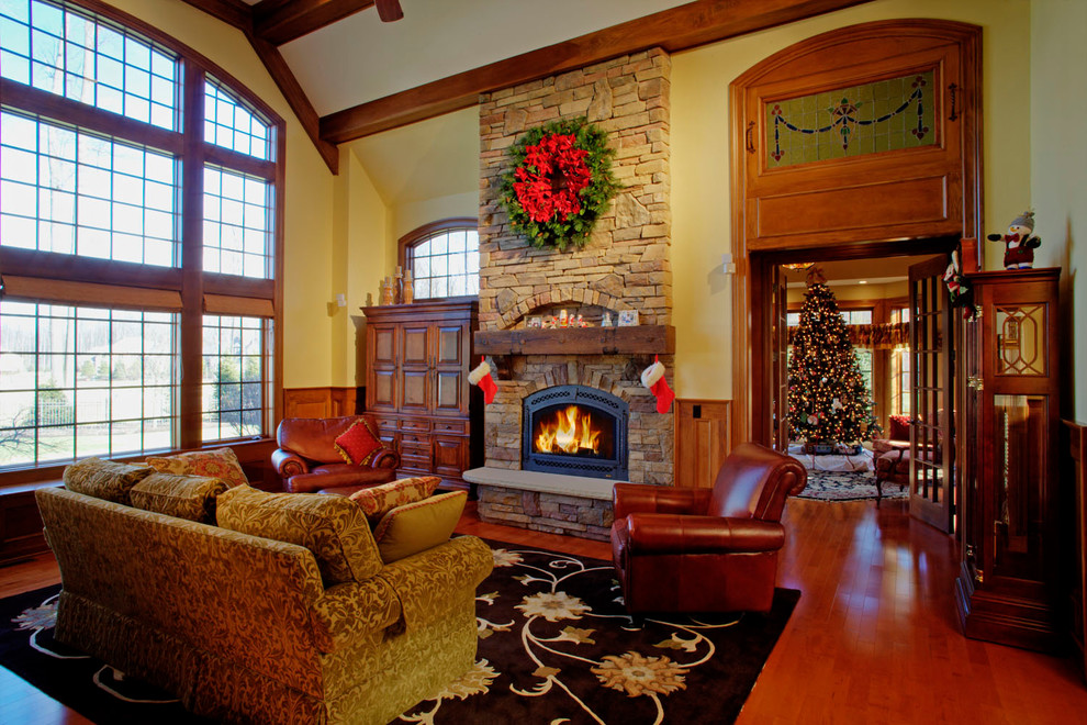 craftsman-living-room-christmas-wreath-decoration