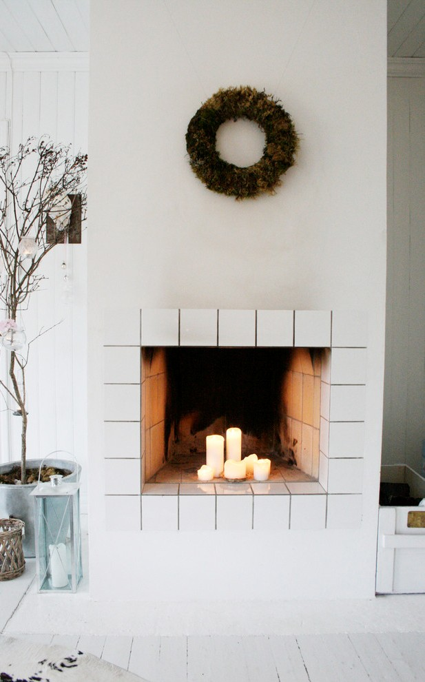 scandinavian-living-room-christmas-wreath-decoration