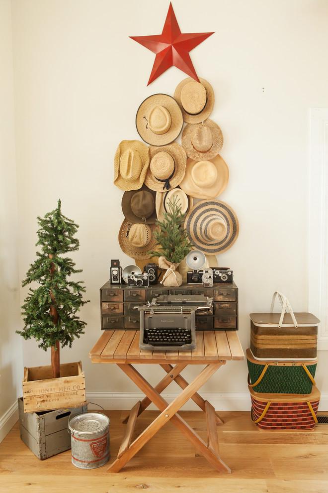 shabby-chic-style-hallway-christmas-decoration