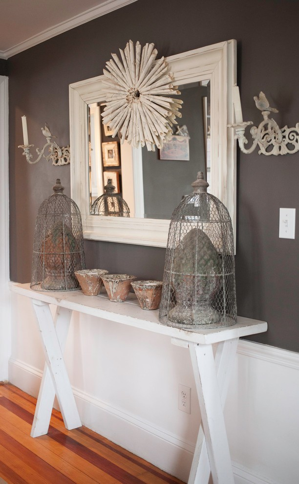 shabby-chic-style-hallway-christmas-wreath-decoration